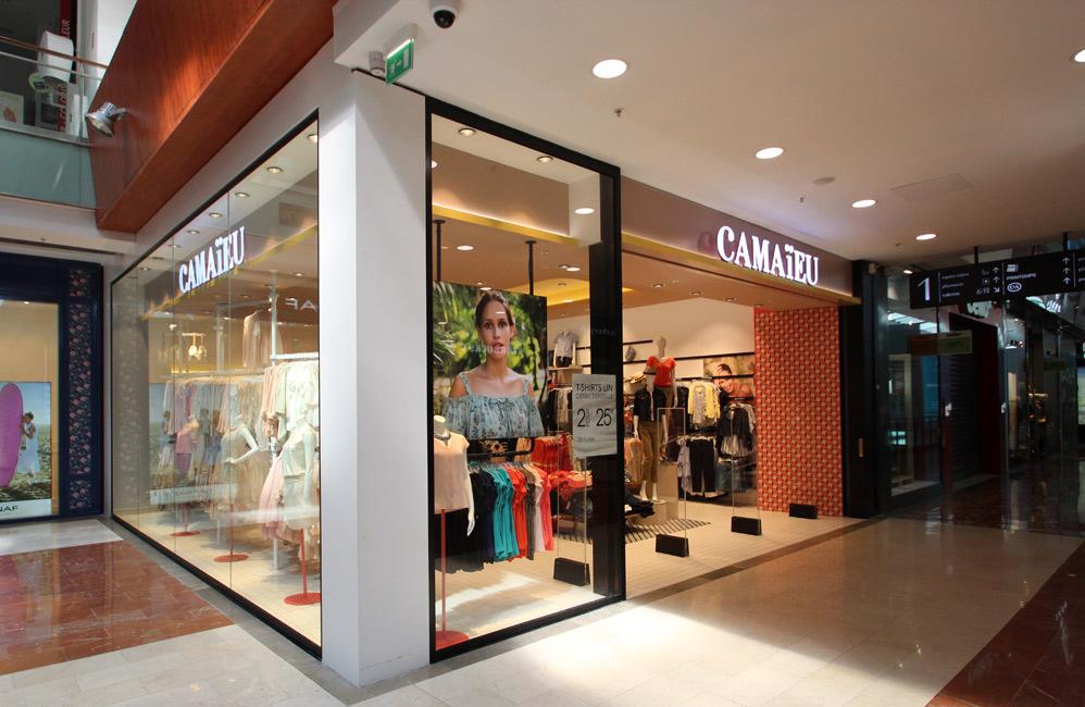 Tienda de moda en Francia. Fuente: Lionel Allorge - Creative Commons 3.0.