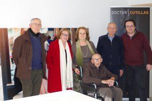 Doctor Cutillas dona un millar de pares de zapatos a Cáritas Elche