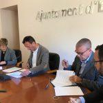 Firma del acuerdo entre el Ayuntamiento de Elche y Avecal.