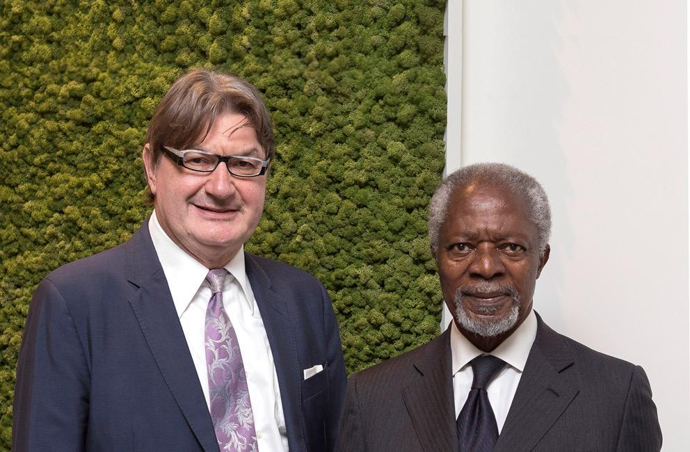 Mario Moretti, presidente de Geox (Izq.) y Kofi Annan, ex secretario general de la Naciones Unidas (dcha.).