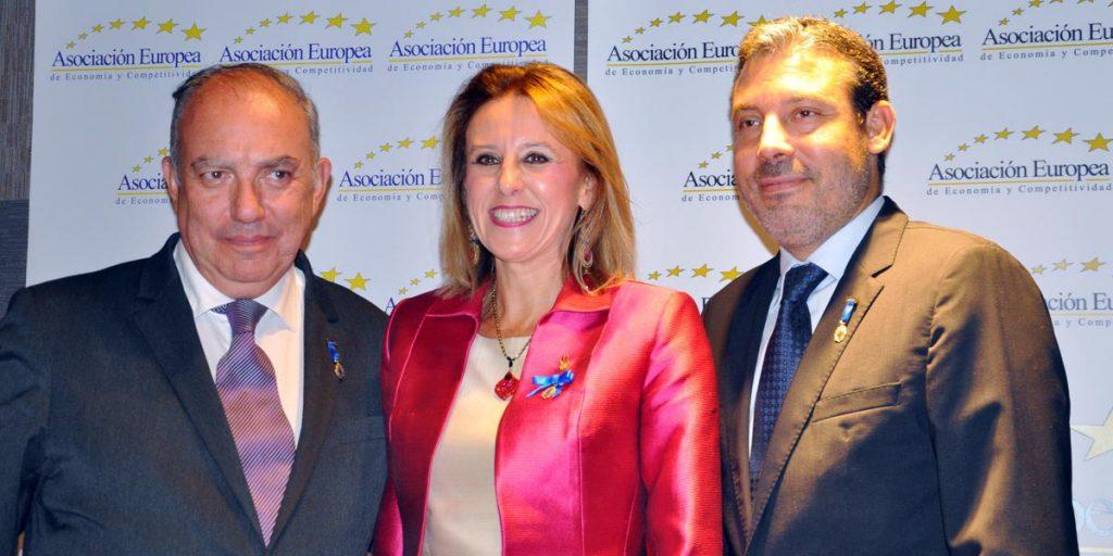 Rocío Pajares (centro) y Visén Pajares (derecha) en la entrega de premios.