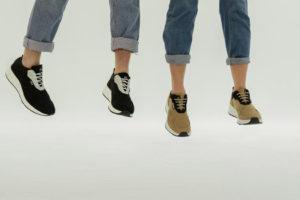 Doly convierte las botellas de plástico en zapatillas de moda