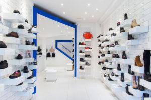 Los hogares españoles gastan en zapatos 375 euros cada año